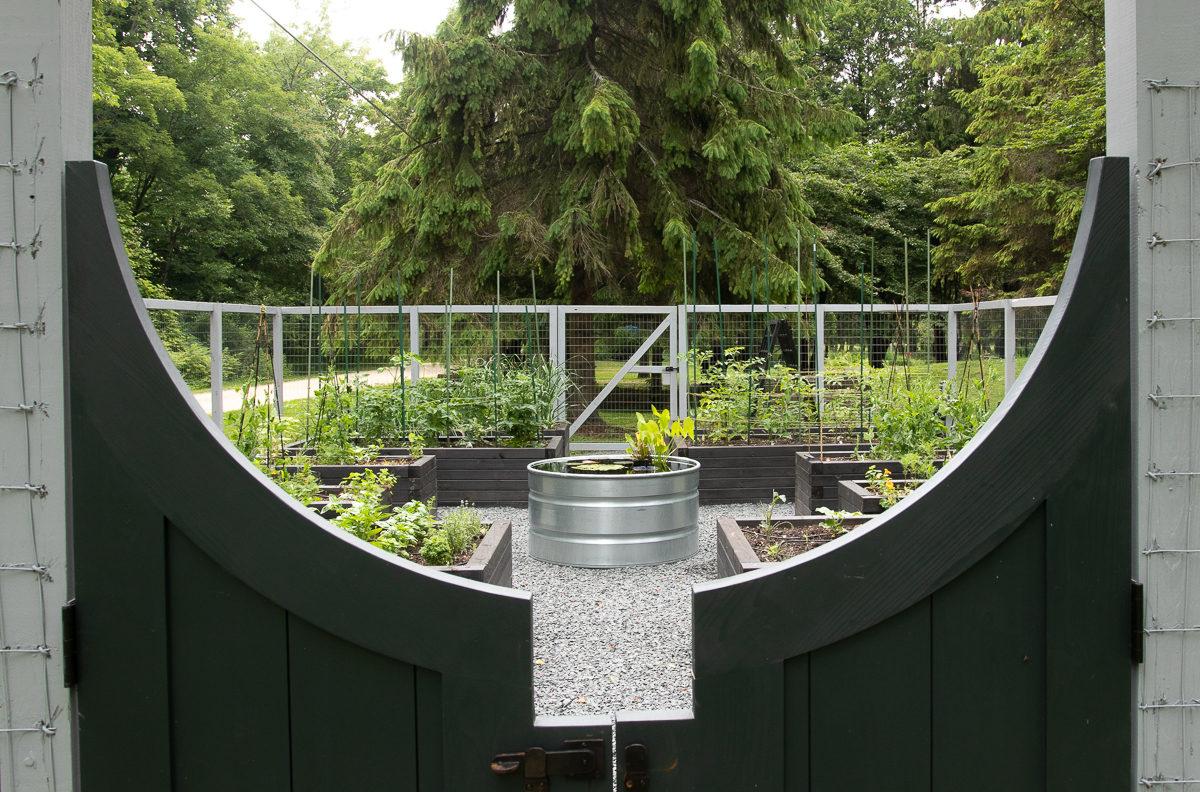 container pond through gate